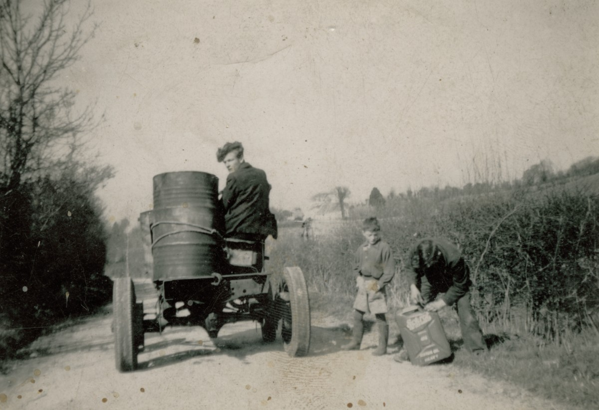 Clerkin // County Monaghan :: Transporting a water barrel, Emyvale
