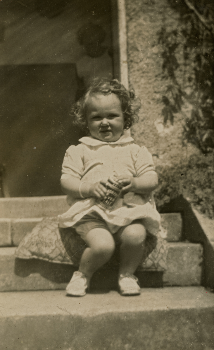 Clerkin // County Monaghan :: Little girl sitting on step